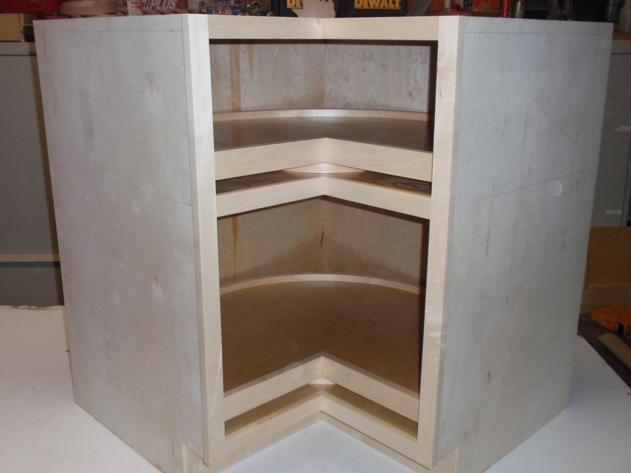Fully assembled easy reach lazy susan with 1000 pound load rating per shelf