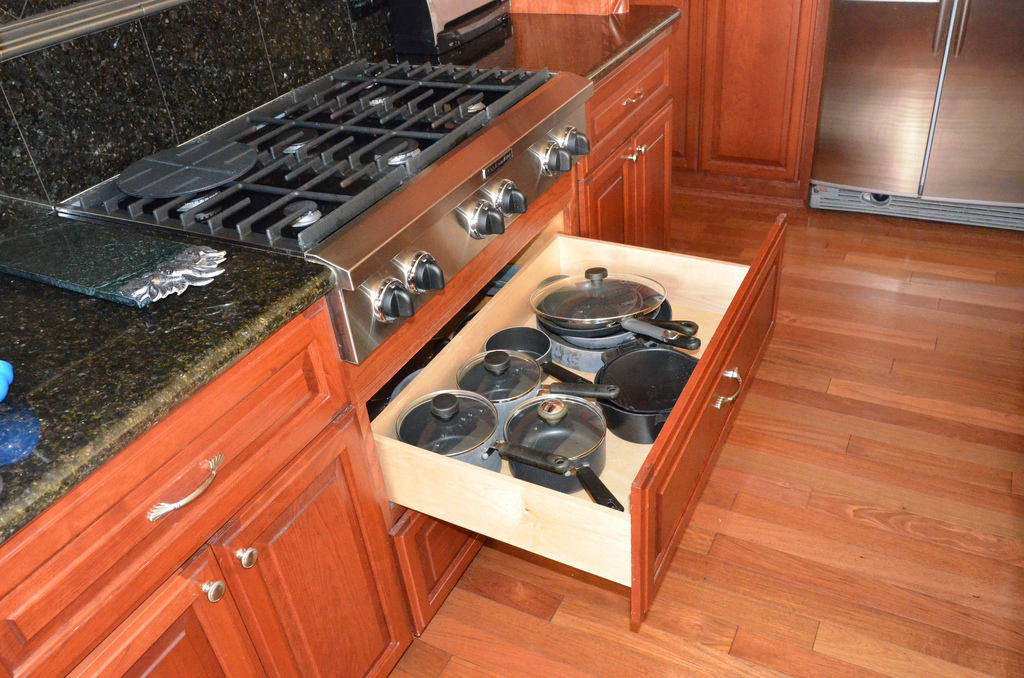 pots and pans drawer. beautiful ideas. Home Design Ideas