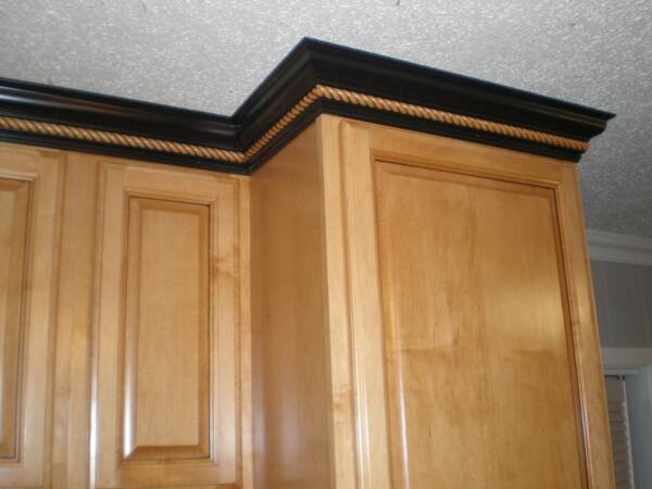 Killeen crown moulding with rope